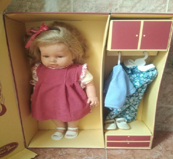 Muñeca leonor y sus vestidos de antonio juan, nueva en su