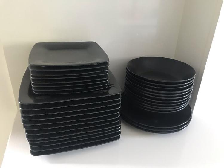 Vajilla en color negro azabache