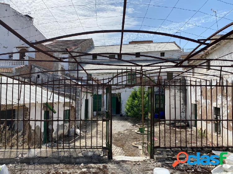 Casa de pueblo para reformar situada en pleno centro del pueblo con 870m² de solar !!!!!