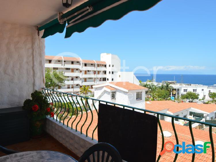 Apartamento cerca de la playa con terraza y vistas al mar