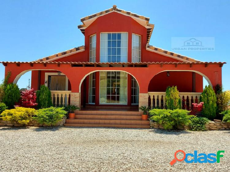 Impresionante villa, caneja