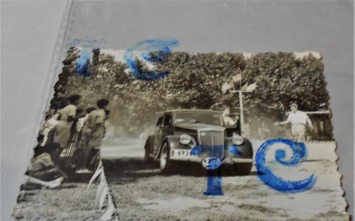 Antiguo coche en competición