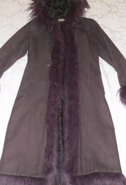 Abrigo color berenjena
