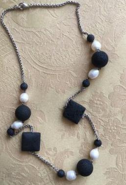 Collar plata ley lava volcánica perlas