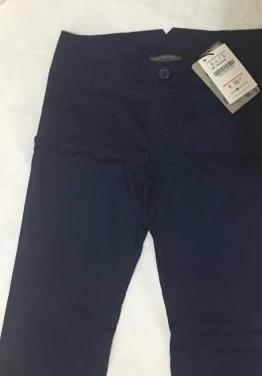 Pantalon azul marino talla 36 bershka