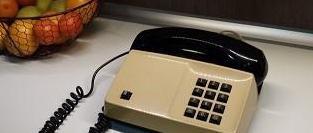 Teléfono crema y negro años 70