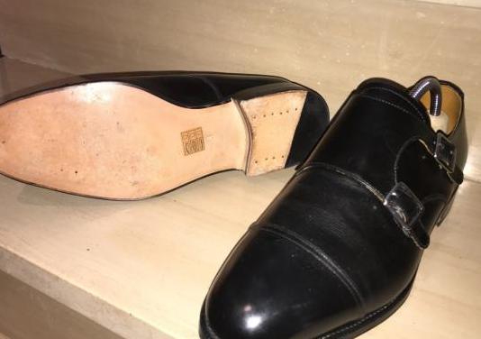 Zapatos hebillas meermin. 2 pares (marron y negro)