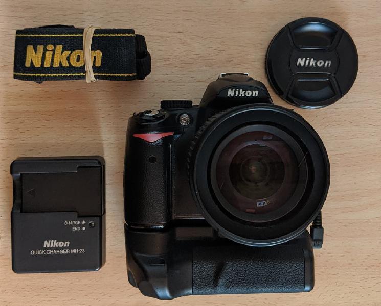 Camara Nikon D5000 + Nikon 18-135mm + grip!