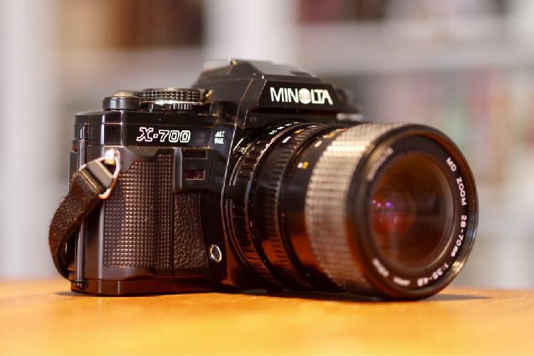 Cámara réflex minolta x-700 + minolta 28-70mm