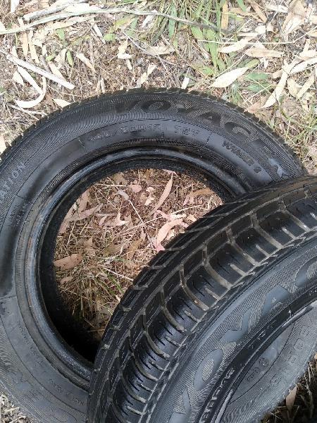 Parejas de neumáticos y neumáticos sueltos