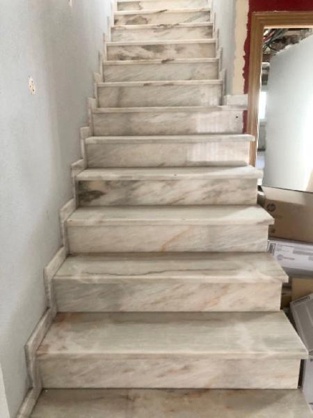 Piezas peldaños escalera de mármol