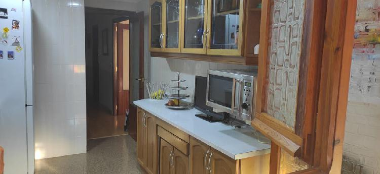 Aparador y vitrina de cocina