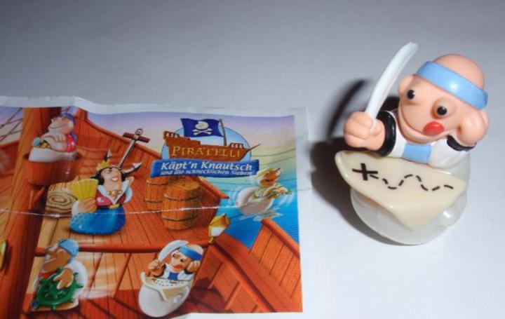 Figurita huevo kinder piratelli barco pirata marinero con
