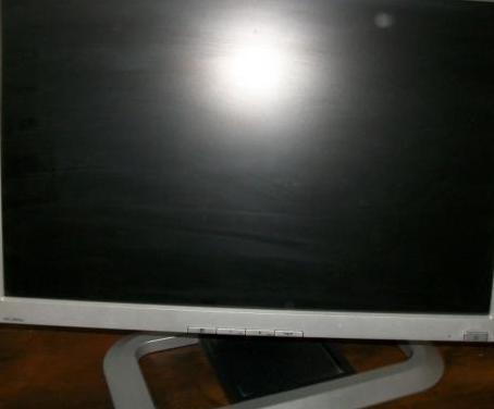 Monitor hp l2045w de 20 pulgadas.