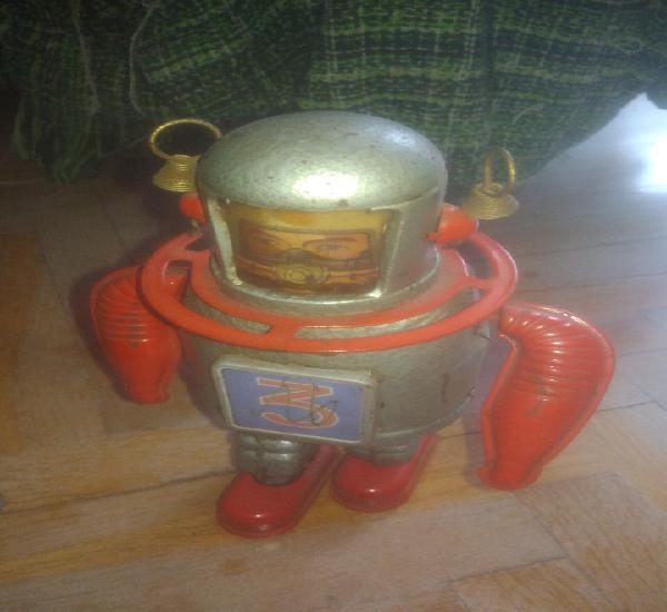 Robot astronauta. funciona perfectamente con la llave. ver