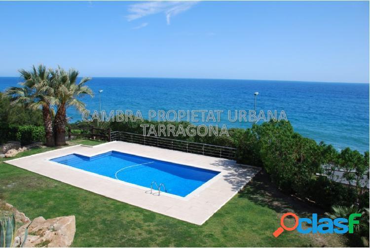 Casa frente al mar con jardín y piscina 1