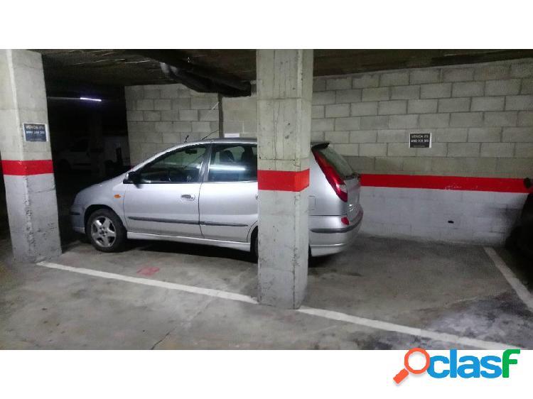 Plaza de parking en salt - para coche y dos motos
