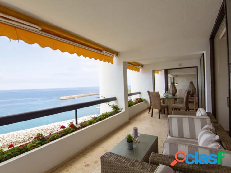 Un apartamento con vistas increibles en primera linea del mar