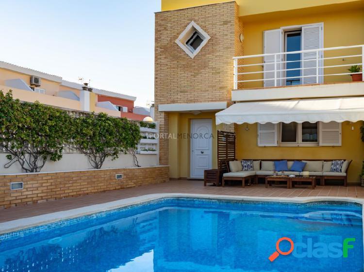 Casa adosada con piscina en mahón, menorca