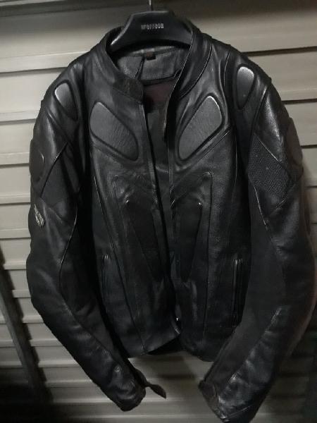 Cazadora piel negra moto