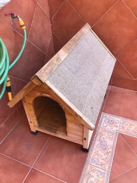 Caseta de madera para mascota
