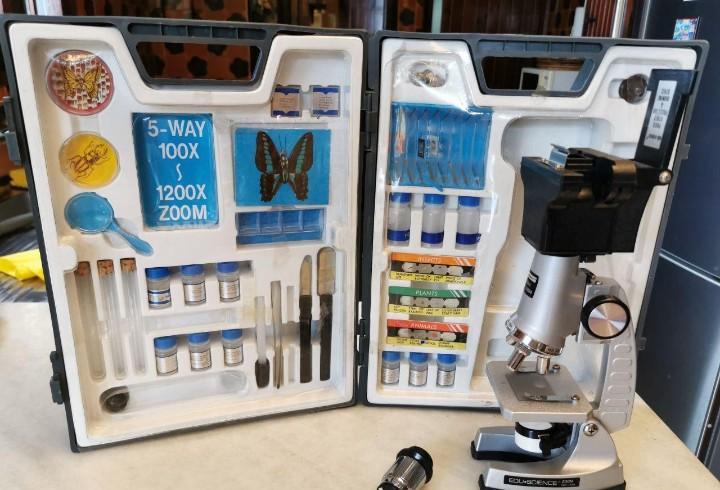 Microscopio, edu science, con maletín y accesorios zoom