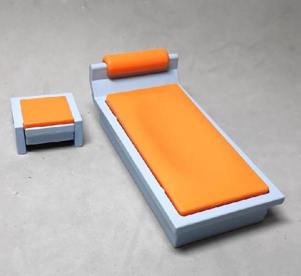 Playmobil cama y mesita azul claro/naranja
