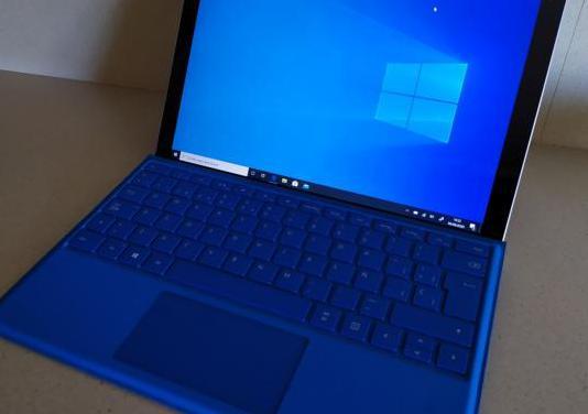 Surface windows10 pro4. u. core i5. 241gb ssd 8mb