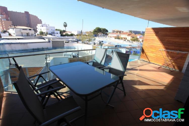 Magnificent new apartment in the channel with possibility of mooring