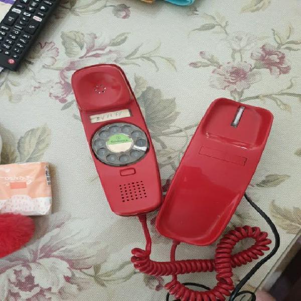 Atractivo teléfono rojo góndola