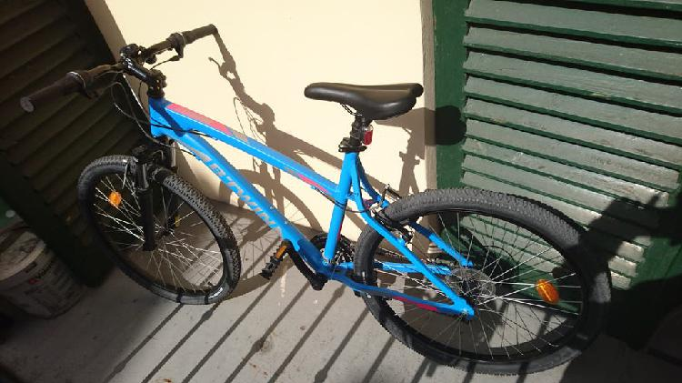 Bicicleta b'twin mountain bike azul casi nueva