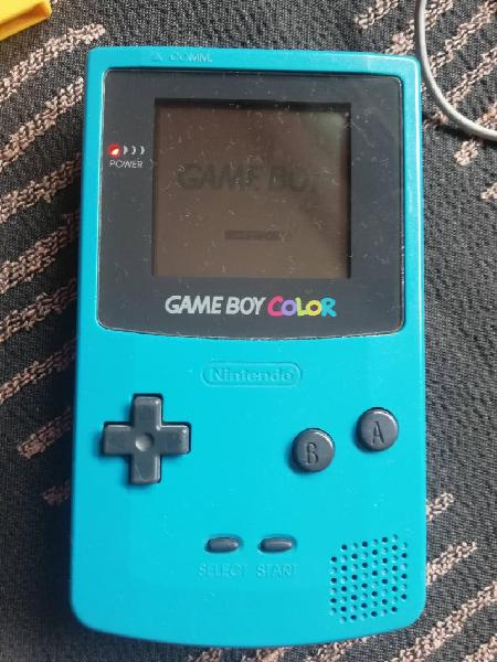 Gameboy color + pokémon amarillo