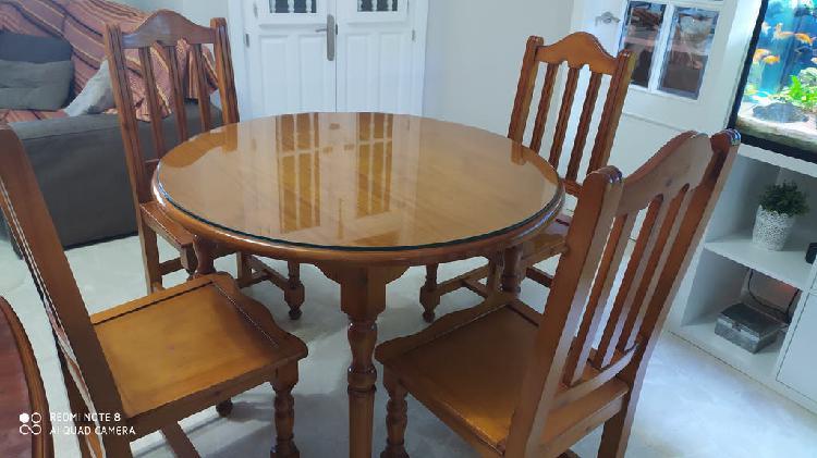 Mesa y sillas macizas provenzal
