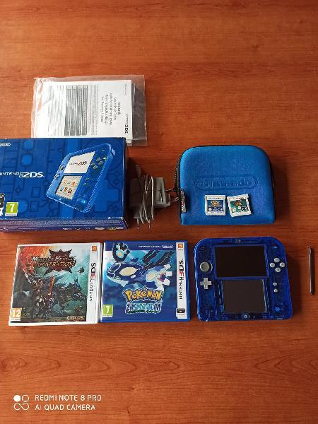 Nintendo 2ds con caja, cargador, funda y 4 juegos