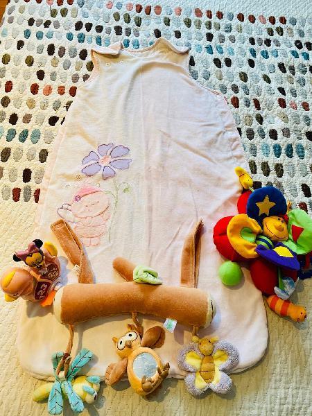 Saco de dormir + juguetes de cuna bebé niña