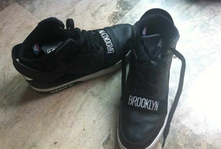 Zapatillas adidas brooklyn nets nba. talla 44, usadas pero