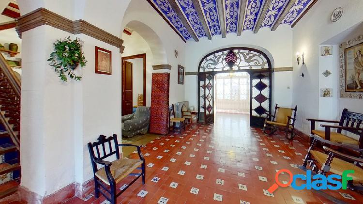 Excepcional casa de los años 40, situada al sur de la comarca del camp de morvedre