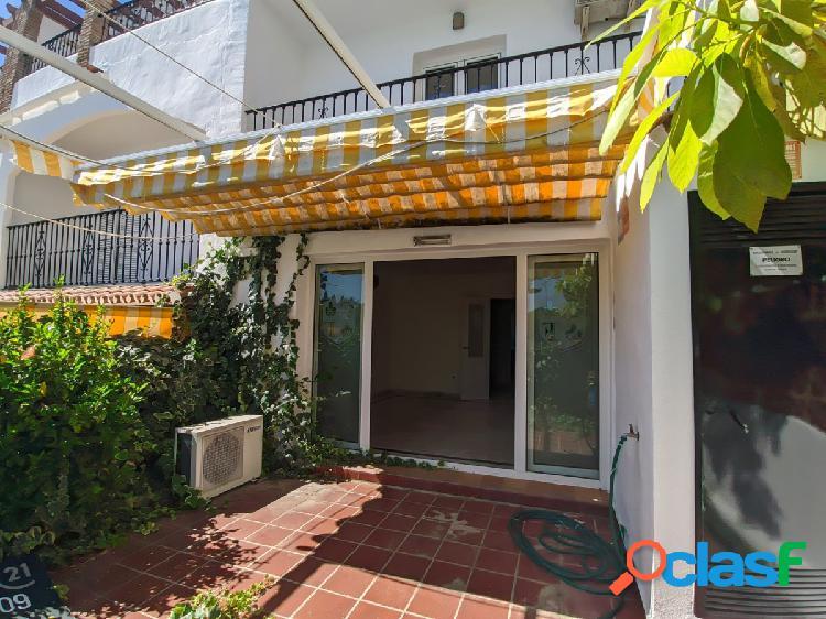 Gran casa adosada de 5 dormitorios, 3 plantas y ascensor a 2.5 km de Fuengirola 1
