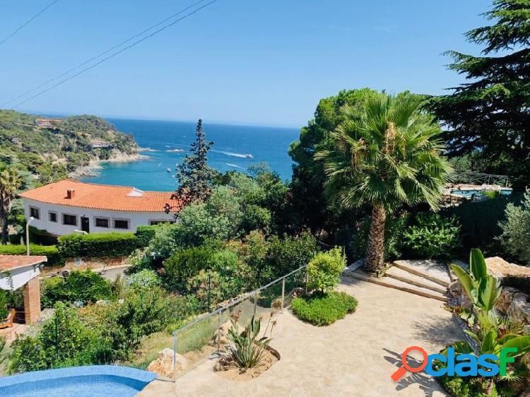 Moderna villa de diseño magníficas vistas al mar y piscina.