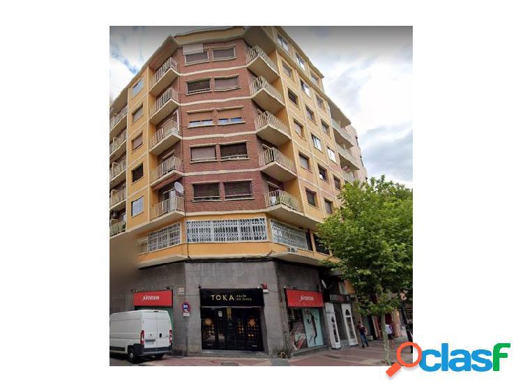 Delicias. piso en venta de tres dormitorios, con plaza de garaje.