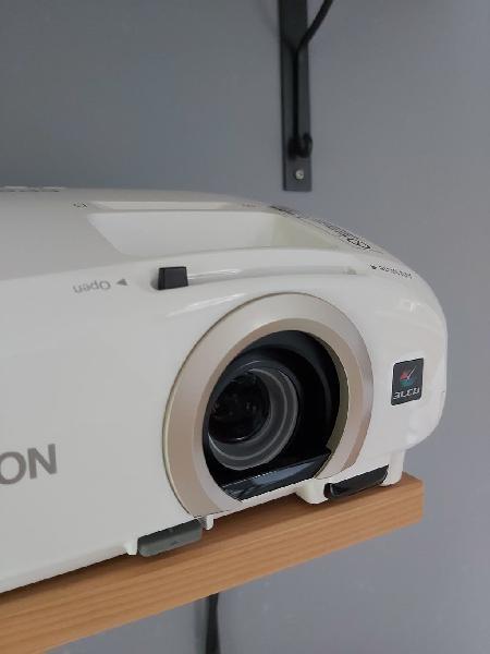 Proyector epson eh-tw5300 con 492 horas de lámpara