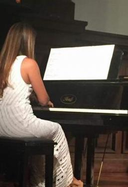Clases de piano online . profesora titulada