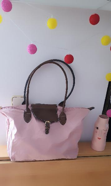 Bolso rosa muy chic y espacioso