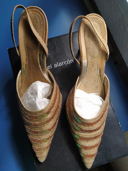 Zapatos y bolso de fiesta oro brillante