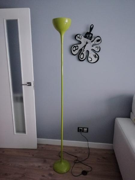 Preciosa lámpara de pie verde manzana