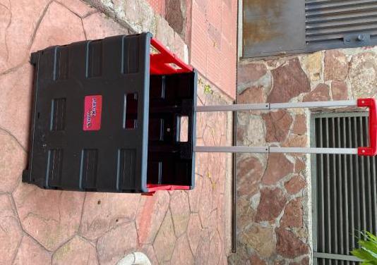 Caja plegable con ruedas transporta hasta 35 kg