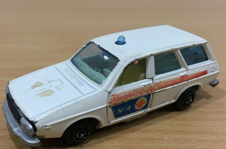 Coche guisval 1/64 - ambulancia renault 12 ts