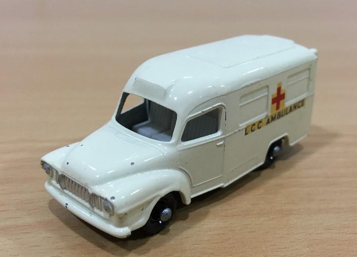 Coche lesney nº 14 - ambulancia lomas - escala 1/64