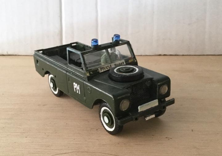 """Vehículo de trasporte """"land rober"""" heller. e. 1:32"""