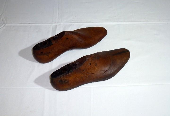 Antiguo molde de madera y suela de hierro,horma de